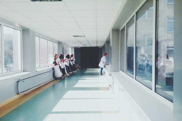 نظارت بر کارمندان و پزشکان