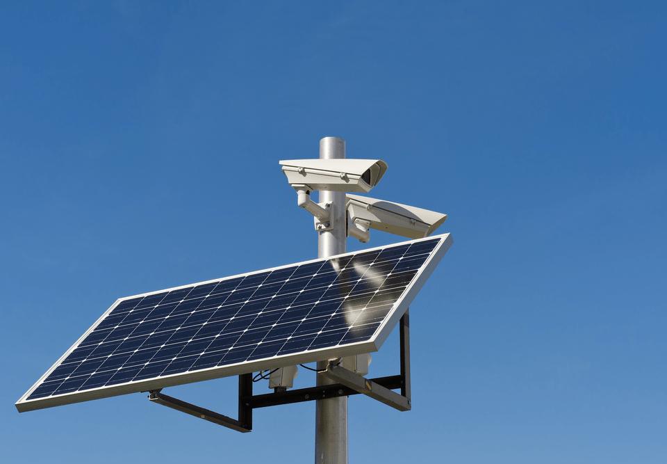 دوربین های مدار بسته با پنل خورشیدی