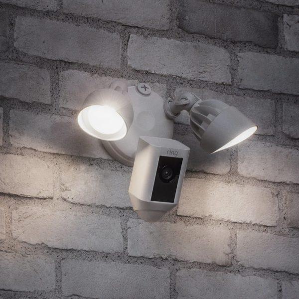 دوربین مدار بسته در محیط باز