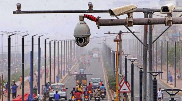 دوربین مدار بسته در خیابان